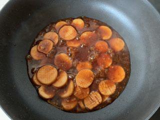 酱汁杏鲍菇,煮到汤汁变得粘稠即可,大概四五分钟吧
