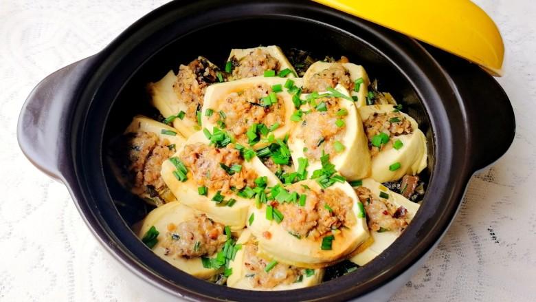 客家美食《砂锅煲咸菜酿豆腐》