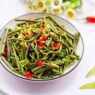 鲜嫩可口的凉拌蕨菜