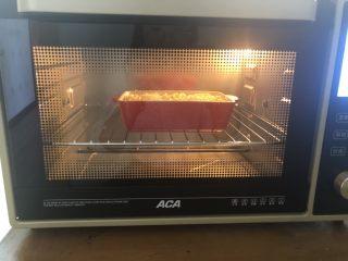 芝士焗红薯泥,aca烤箱180度预热好了以后把红薯放入上下火烤25分钟就可以了!