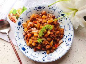 胡萝卜土豆孜然炒鸡丁