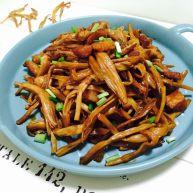 黄花菜炒五花肉