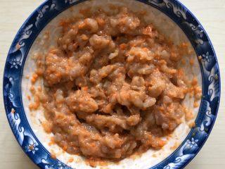 香菇酿虾丸,搅拌均匀