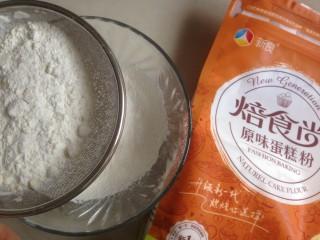 4寸可可蛋糕,面粉过筛备用