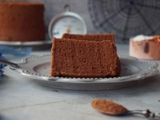 4寸可可蛋糕,再倒扣,等放凉后再脱模
