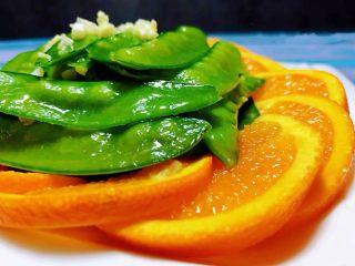 蒜蓉荷兰豆,荷兰豆和橙子的营养价值都是非常丰富营养价值很高
