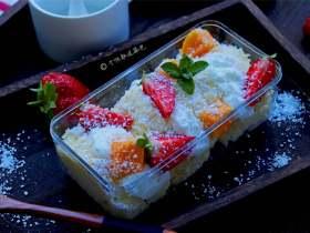酸奶草莓抱抱卷