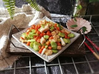 鸡丁炒蚕豆,属于这个季节的下饭菜