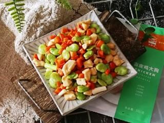 鸡丁炒蚕豆,蚕豆的香  鸡肉的香混合在一起  很美味