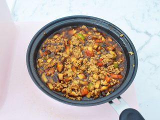 香菇肉酱拌面,煮至浓稠关火备用