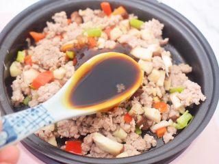 香菇肉酱拌面,加入生抽