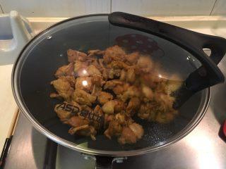 咖喱柠檬鸡,盖起来中小火3分钟到鸡肉熟透