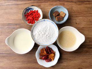 红薯酒酿丸子,糯米粉、酒酿、红糖把分量称好放入小碗,枸杞清洗干净,红枣洗净去核切成小块,淀粉加入少许水调成水淀粉待用。