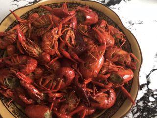 十三香小龙虾,盛出小龙虾