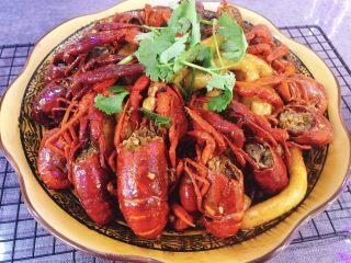 十三香小龙虾,好吃、美味的小龙虾就好啦! 再来罐啤酒,神仙搭配,夏天必备~