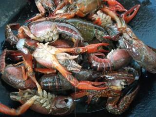 蒜泥小龙虾,放入小龙虾