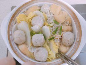 金针菇娃娃菜豆腐泡煲