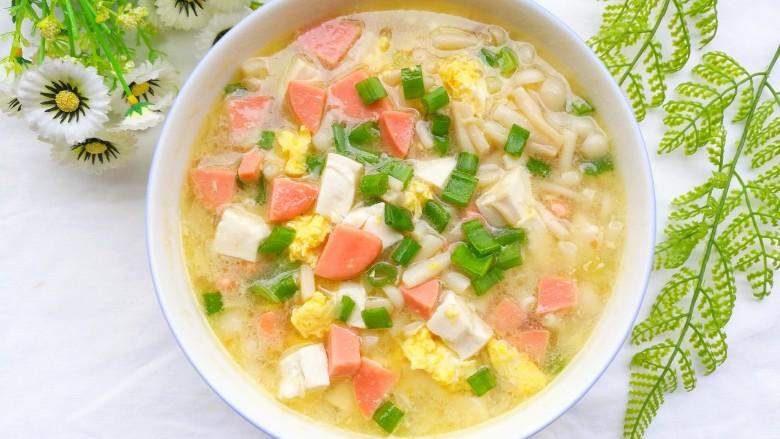 鲜香浓郁的菌菇豆腐汤