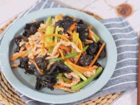 芹菜木耳炒肉丝怎样炒出来更营养美味,试试这种做法色味俱佳