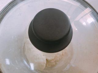 家庭自制凉皮,加盖或保鲜膜静置半小时