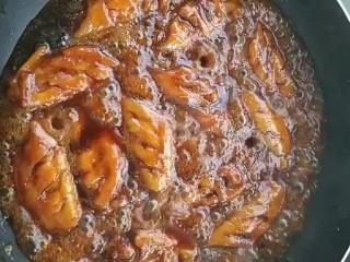可乐鸡翅,大火煮十分钟转中火收干汤汁即可