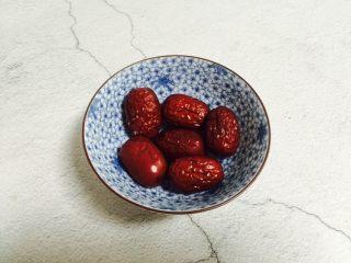 红枣花生黑小米粥,红枣六颗