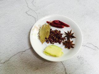秘制红烧鸡腿,备好生姜、香叶、辣椒、八角、红椒