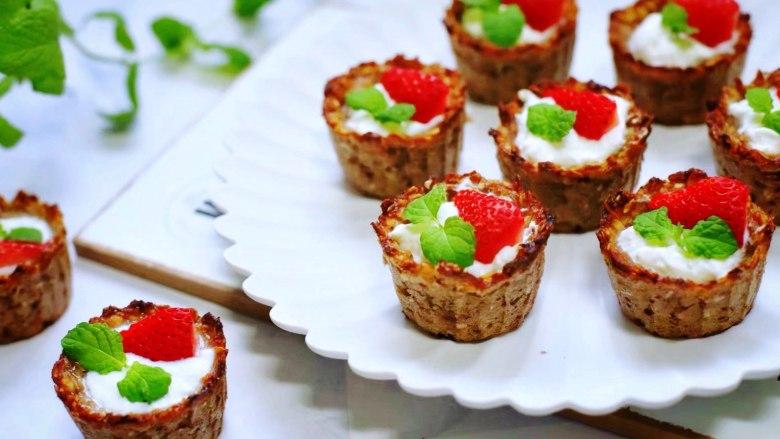 草莓酸奶燕麦杯
