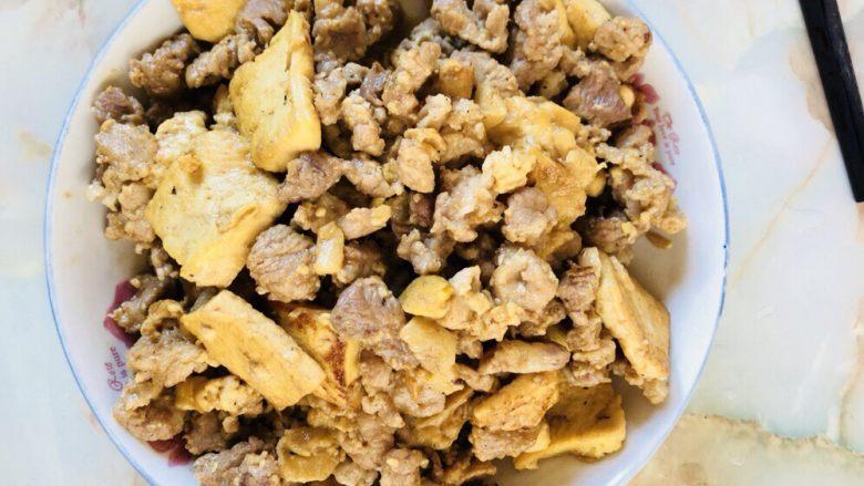 猪肉焖豆腐