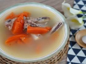 木瓜不仅做成甜品好吃,炖汤也是很美味的哟