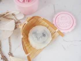 豆沙藜麦冰皮月饼