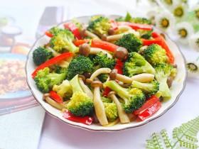 西兰花炒菌菇