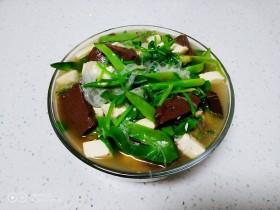 猪血、豆腐、粉丝、扁豆丝汤