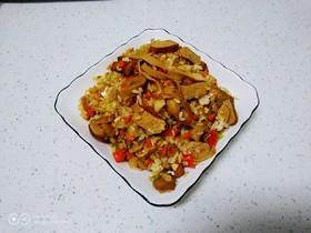 卤豆干、豆腐皮、素肠炒米