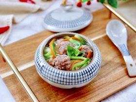 冬日暖心菜  手工牛肉丸子粉丝双色萝卜煲