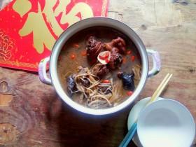 #冬日暖心菜#    鸡菇营养汤锅