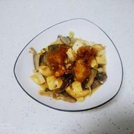 内酯豆腐炒平菇、鱼块
