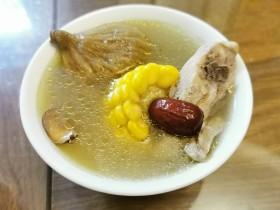 农家玉米鸡汤