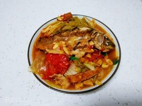 猪肉、白菜炖鲫鱼