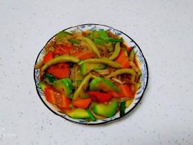 冬至美食+西葫芦炒胡萝卜、粉条、面鱼