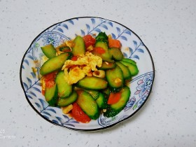西红柿炒黄瓜、鸡蛋