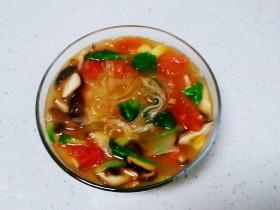 西红柿、香菇炖粉条
