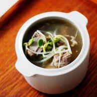 月子餐:猪排炖黄豆芽汤(迅速催乳)