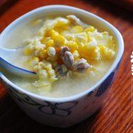 月子餐:鸡茸玉米羹,调节神经系统