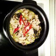酸菜鲜黄豆焖猪肠