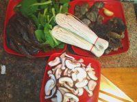 美食 香菇/1.香菇切片、其他洗净待用