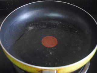 猪肝拌卷粉,热锅,放入适量食用油
