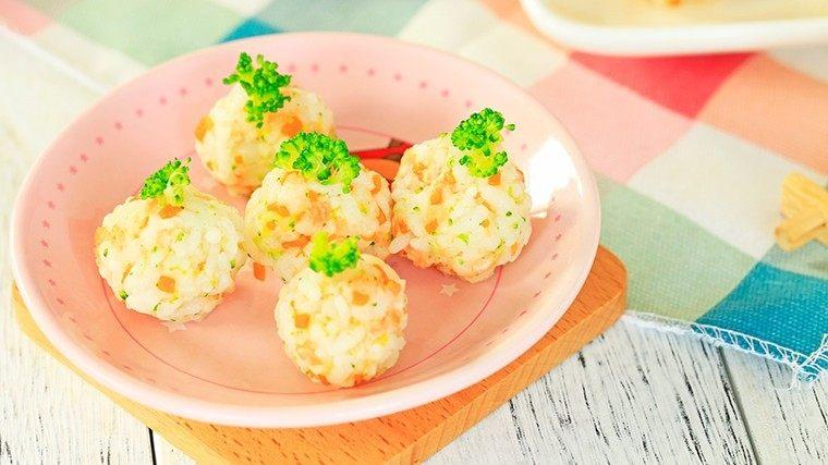 杂蔬三文鱼饭团