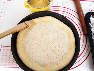 海陆至尊披萨,饼边刷全蛋液