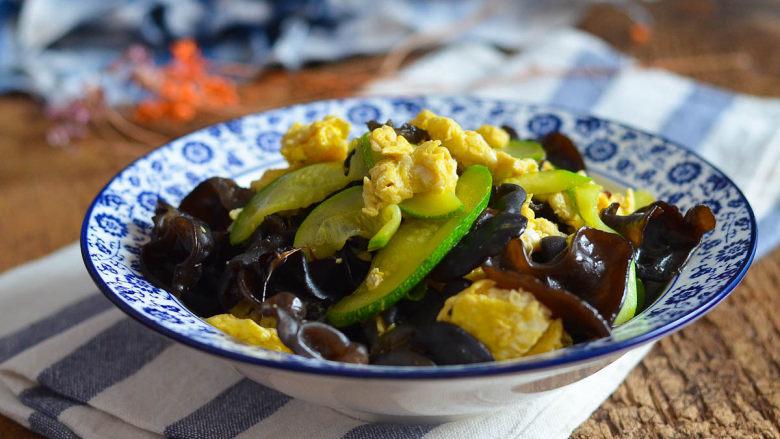 黑木耳西葫芦炒蛋,美容美颜家常菜